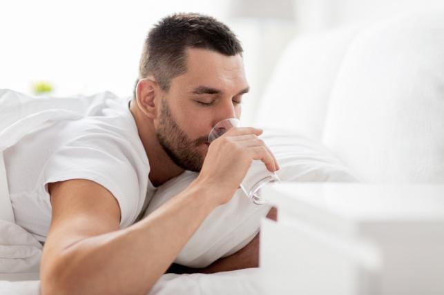 6 דברים שיקרו לכם אם תשתו כוס מים על הבוקר