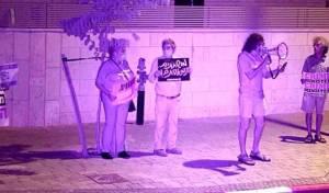 """ההפגנות מחוץ לביתו של ח""""כ זוהר"""