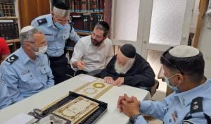 בכירים במשטרה התברכו אצל גדולי ישראל