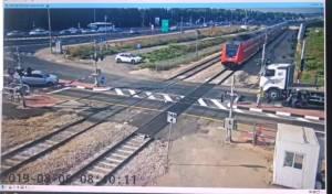 מפגש אשדוד: משאית נתקעה, רכבת בלמה