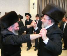 ניגון הגאולה: שלמה כהן ומשה וינטרוב מקפיצים