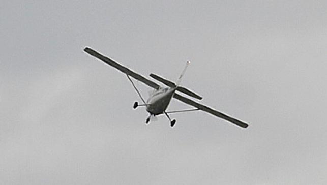 המטוס בשחקים