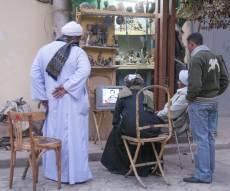 צופים בהוצאתו להרוג של סדאם חוסיין