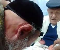 החלבן - הסנדק, הרב דב קוק - המוהל. צפו