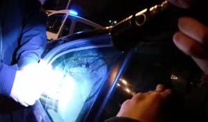 השוטרים חילצו תינוק, שננעל ברכב של אמו