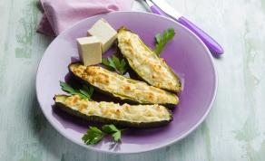 סירות זוקיני במילוי גבינה נוטפת וציפוי פריך
