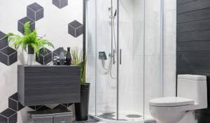 כיצד להבריק את דלתות הזכוכית במקלחת