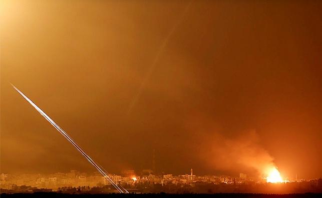 בליל שבת: מטח רקטות נורה מעזה לישראל