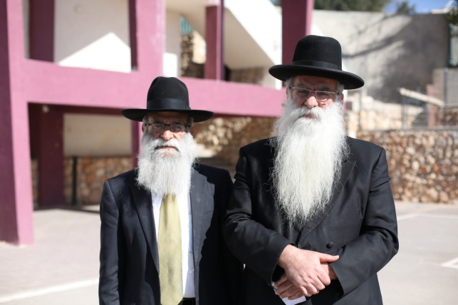"""הרב בנימין כהן משמאל, עם אחיו הרב רפאל שיבל""""א"""