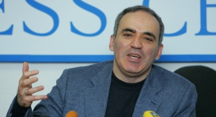 גארי קספרוב - סערה בעולם השחמט: גארי קספרוב  - חוזר