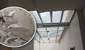 הגג שקרס והחור שנפער בתקרה