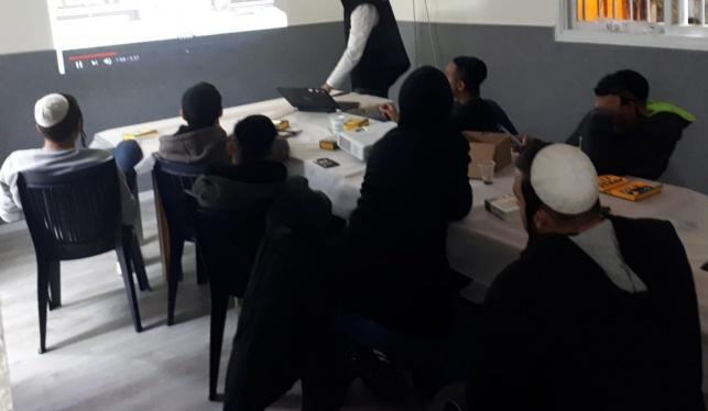 חלק מהנערים בישיבה הייחודית