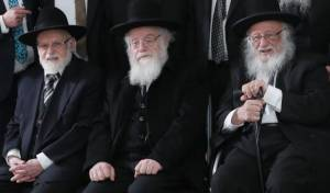 """הרב ד""""ר חיים פוברסקי, משמאל. לצד אחיו הרבנים"""