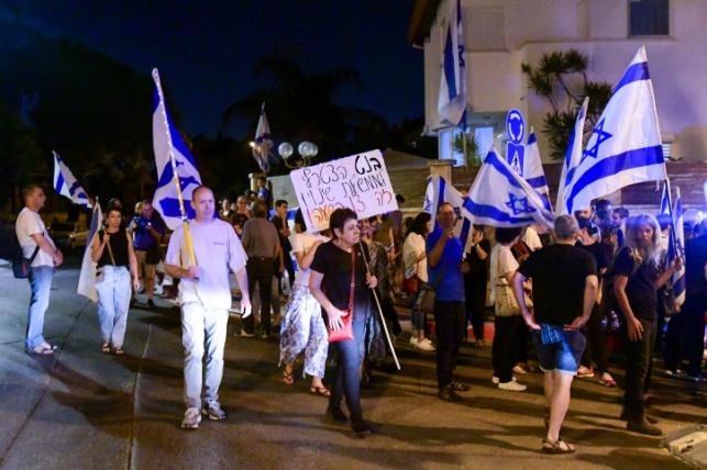 מפגינים נגד בנט. אילוסטרציה