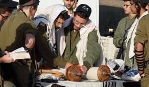 החיילים עדיין מתפללים במניין - ויגידו קדיש