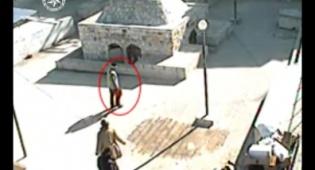 הגנב נתפס במצלמות והתיק הושב לתיירים