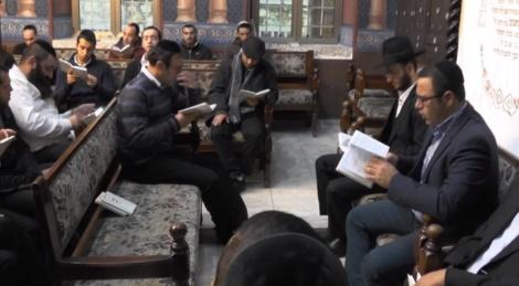 בקשות בבית הכנסת עדס - שירת הבקשות: משמרים מסורת עתיקה