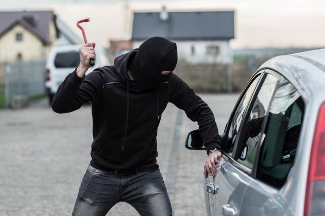 גנב רכב ונתפס עם הארנק והטלפון של בעל הרכב