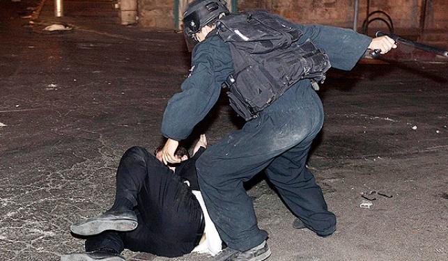 שוטר מכה מפגין חרדי