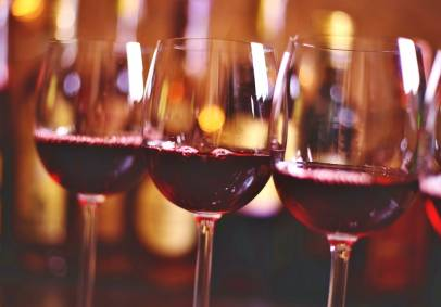 """יין קידוש מתוק """"של סגל"""""""
