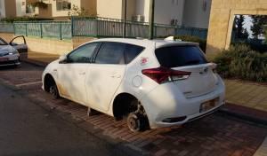 שלושה נעצרו בחשד לגניבת גלגלי רכבים