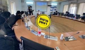 ראש העיר גרינברג בפגישה עם הרבנים בבניין העירייה