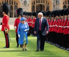 באיחור: טראמפ פגש את המלכה אליזבת