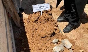 """קברו הטרי של הגר""""א בקשי דורון זצ""""ל"""