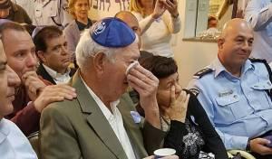 יעקב אדלשטיין מתרגש - מרגש: יעקב הניח תפילין לראשונה בחייו