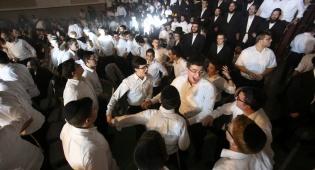 מאות בחורי ישיבה שרו עם 'המנגנים' • צפו