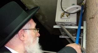 הרב יוסף מקיים את מצוות שילוח הקן