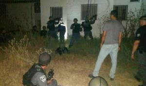 שוטרים מתאמנים לפריצה למבנה עליו השתלטו מחבלים. ארכיון - כח חדש במשטרה יטפל בחדירת מחבלים
