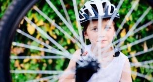 נס לעיני המצלמות: הילד שניצל מדריסת משאית