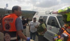 פלסטיני זינק עם סכין; חייל נטרל אותו בירי