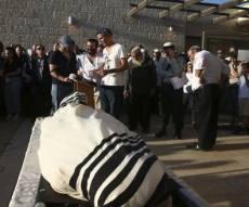 """מיטת הרב ז""""ל , הצהריים - מאות בהלווית הרב רונצקי: 'כואבים ושבורים'"""