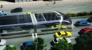 צפו: אוטובוס הענק הסיני עלה לראשונה על הכביש