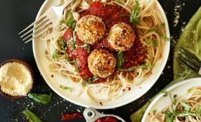 קציצות חומוס ועגבניות מיובשות - כדורי אירוח שיגרמו לכולם לתהות מה יש בפנים