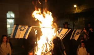 במדורת הקיצונים: דגלי ישראל ועיתון הפלס