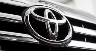 טויוטה - טויוטה עושה סוף להיערמות חפצים קטנים ברכב