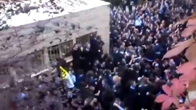 ריקודים בתוך סמינר? טבילה ברפש הפוליטי