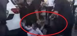 כך השוטר הציל את המפגין הצעיר מדריסה