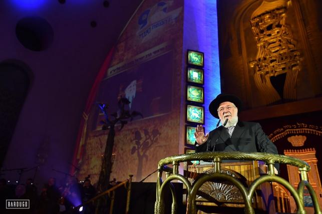 גלריה: ספרי תורה הוכנסו לבית הכנסת הגדול