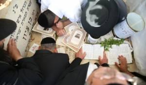 """תיעוד: הילולת חכם בן ציון אבא שאול זצ""""ל"""