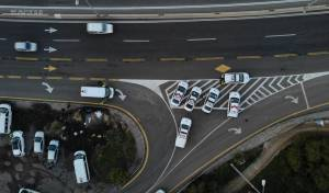 תיעוד מהאוויר: פעילות משטרה בכביש 443