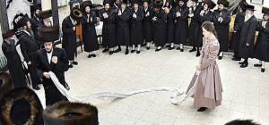 הריקוד של החתן והכלה - החתן והכלה רקדו יחד - לפני החתונה. תיעוד