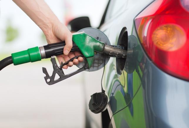 הערכות: הדלק יתייקר ביוני ב-15-10 אג'