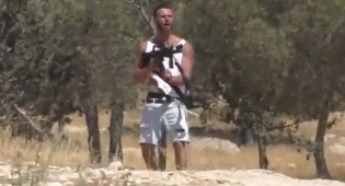 בצלם: מתנחל ירה על ערבי עם נשק של חייל