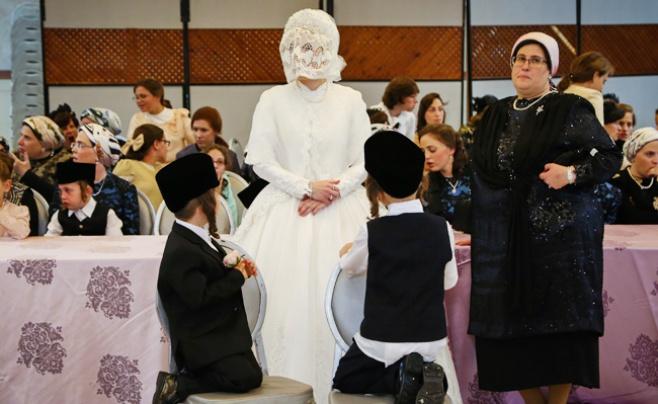 """גלריה: שמחת החתונה בחצרות ברגזעס וספינקא ארה""""ב"""