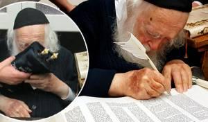 שר התורה כתב אות בספר תורה קטן • צפו