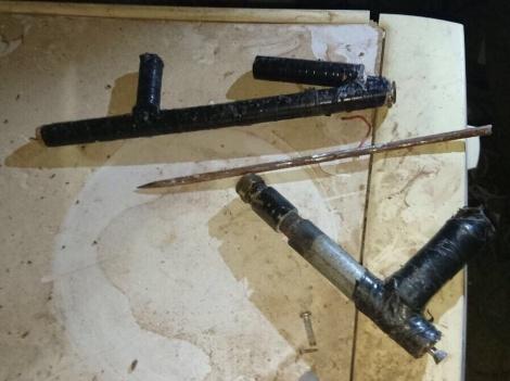 """נשקים שנתפסו - צה""""ל הרס את ביתו של המחבל מהר אדר"""